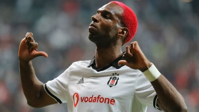 Ryan Babel'in Adelesinde Yırtık