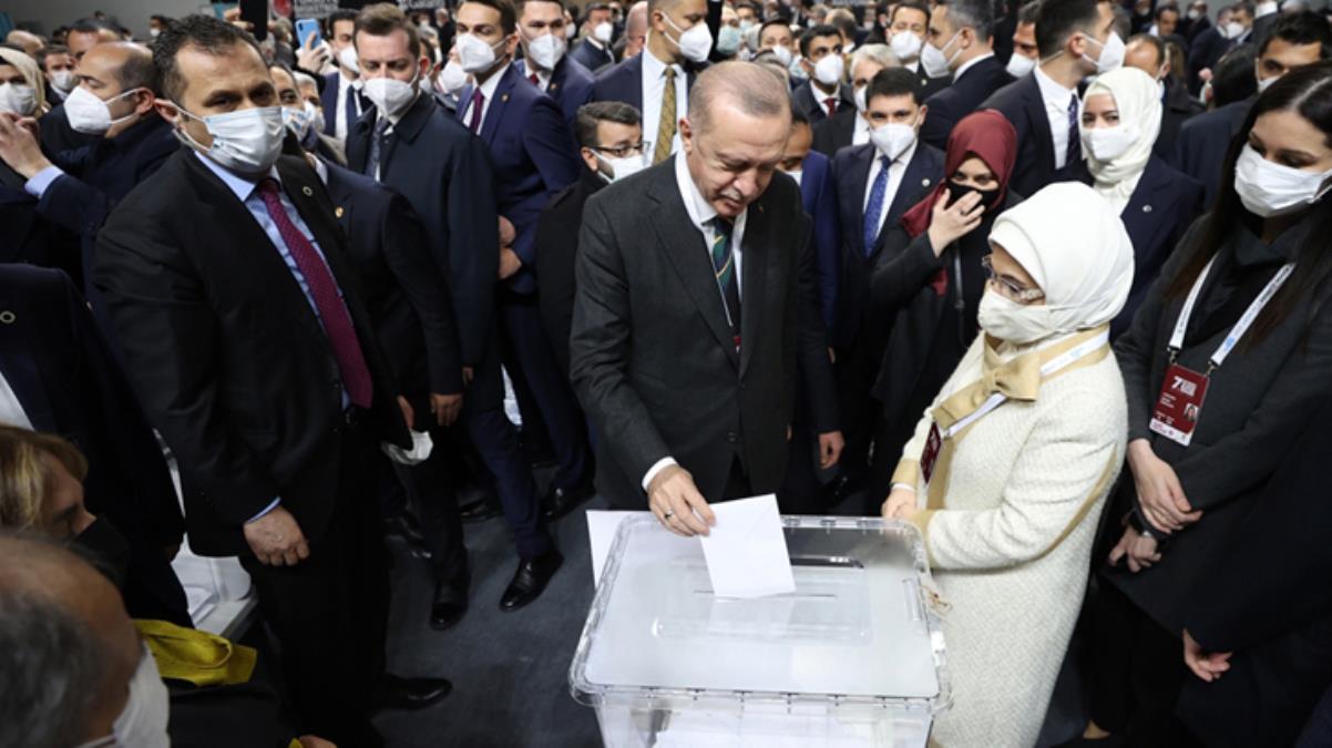 Son Dakika: Cumhurbaşkanı Erdoğan, 1428 oyla yeniden AK Parti Genel Başkanı seçildi