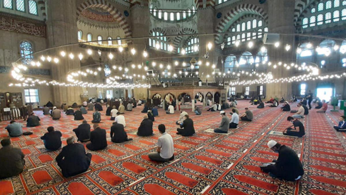 Son dakika! Diyanet İşleri Başkanı Erbaş: Bayram namazı camilerde kılınacak