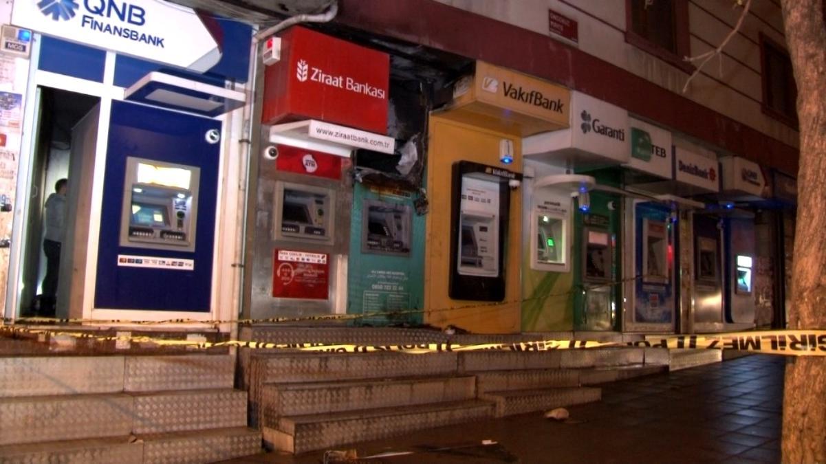Son dakika haberi... Esenyurt'ta özel bir bankaya ait bankamatikte yangın paniği