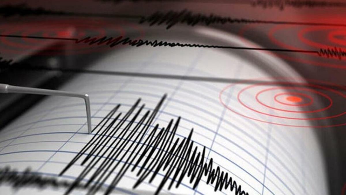 Son Dakika! İzmir'in Karaburun ilçesi açıklarında 4.2 büyüklüğünde deprem meydana geldi