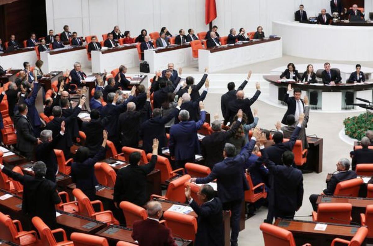 Son dakika: Muhalefetin oylarıyla reddedilen güvenlik soruşturması teklifi, AK Parti'nin itirazı üzerine Meclis'te tekrar oylanacak