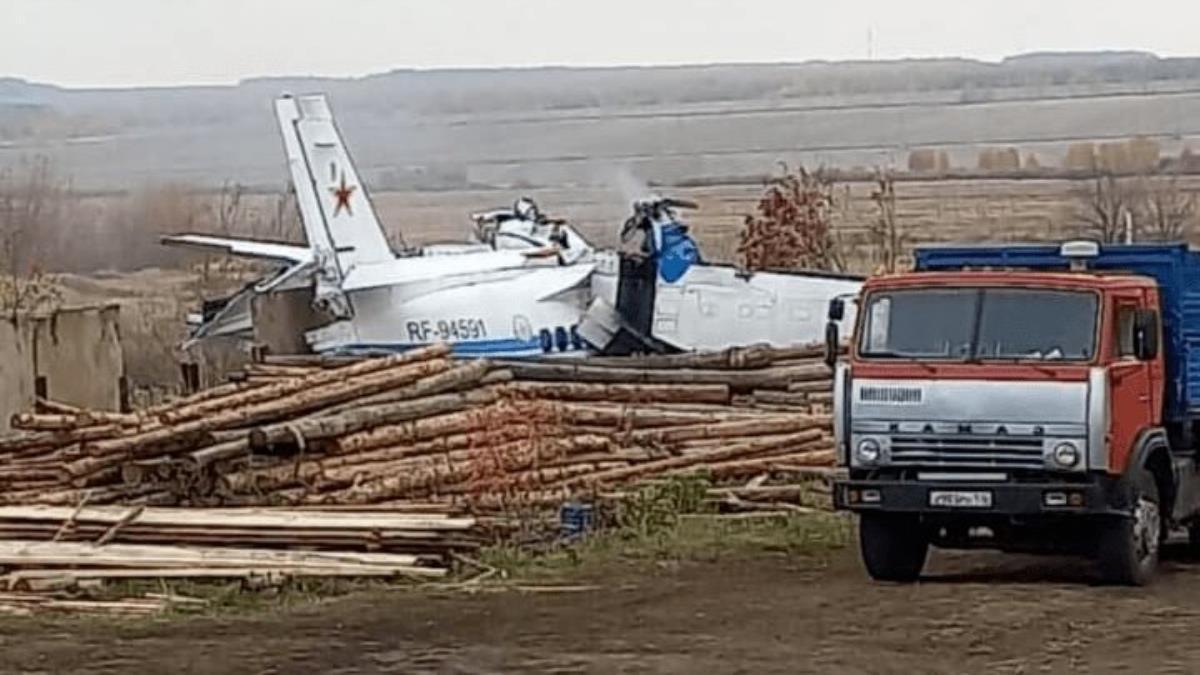 Son Dakika! Tataristan'da paraşütçüleri taşıyan uçak düştü, 16 kişi öldü 7 kişi yaralandı