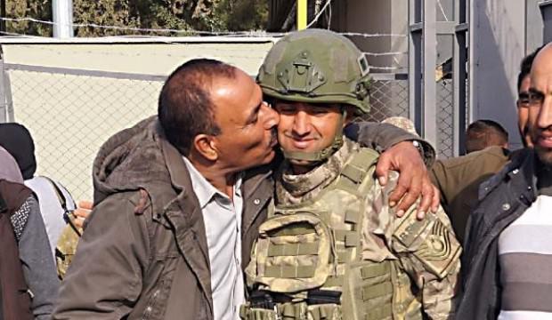Suriyeliler, Türk askerini öperek evlerine döndü
