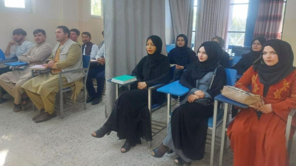 Taliban'ın rektör olarak atadığı Muhammed Eşref Ghairat, kadınların Kabil Üniversitesi'ne girişini yasakladı
