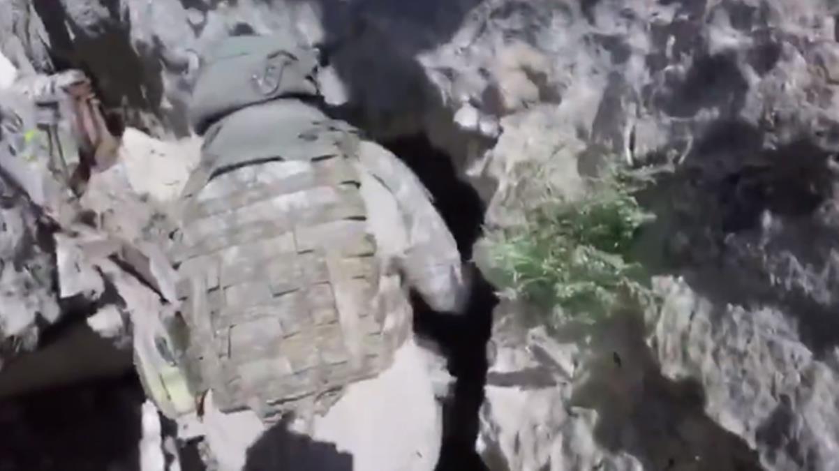 Teröristlerin 4 odalı mağarası böyle görüntülendi! Mehmetçik hepsini imha etti