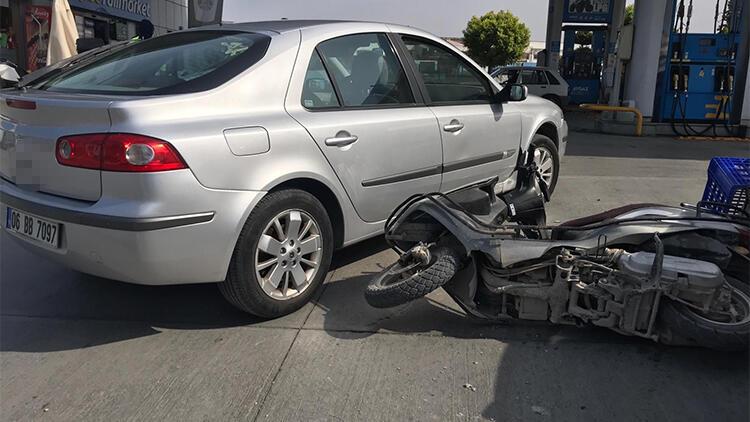 Tersten giden otomobil, motosiklete çarptı: 1 yaralı