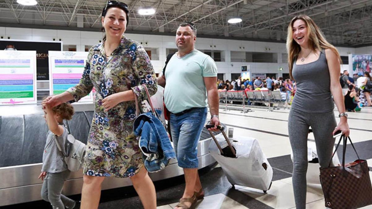 Türkiye'ye uçuş yasağının kalktığı Rusya'da kış ayından beri en yüksek vaka