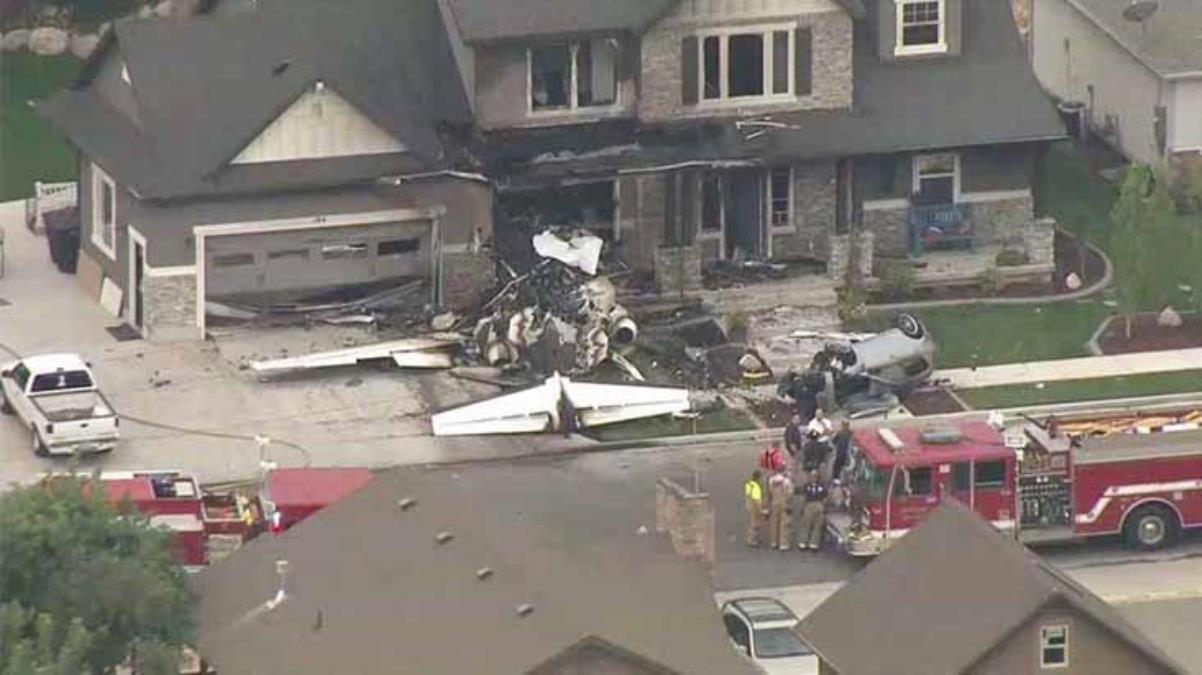 Uçak evin üzerine düştü, yetkililer 4 kişinin yaşamını yitirdiğini duyurdu
