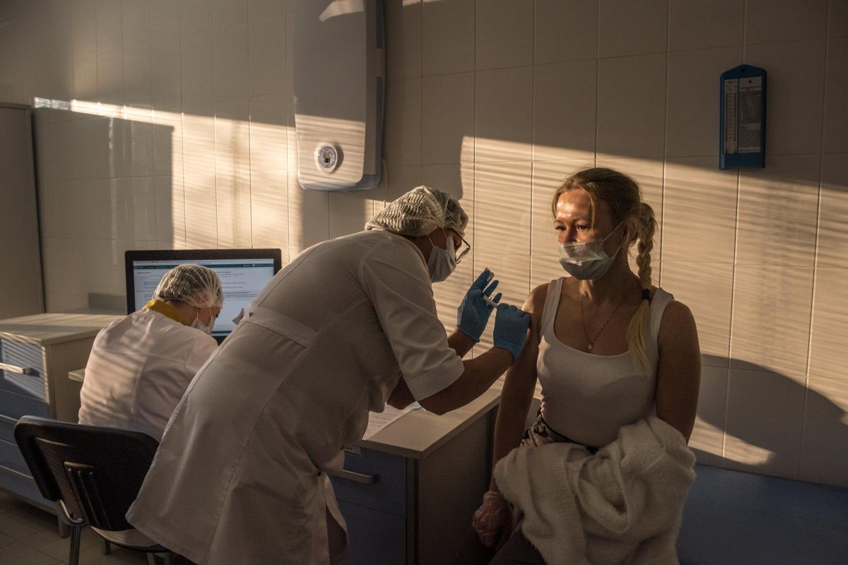 Umut olacaktı, kabusa döndü! Danimarka bir ilke imza atıp AstraZeneca aşısını kullanmayı tamamen bıraktı
