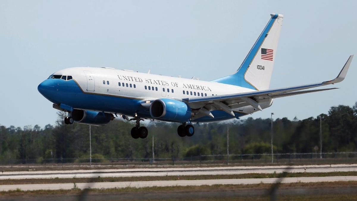 Washington'da havada panik anları! ABD'nin iki numarası Kamala Harris'in uçağı zorunlu iniş yaptı